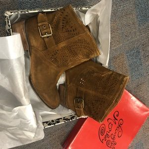 Bnwb real leather Naughty Monkey rust suede bootie